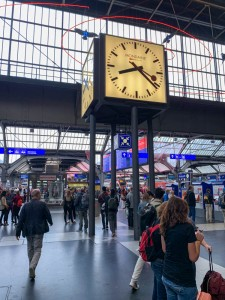 Meet under the big clock at Hautbahnhof.